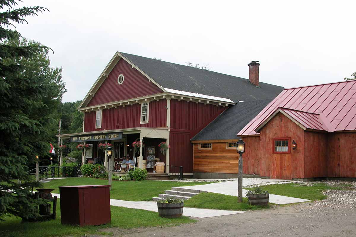 Russell-built-Timber-Frame-Addition-for-the-Vermont-Country-Store-in ...